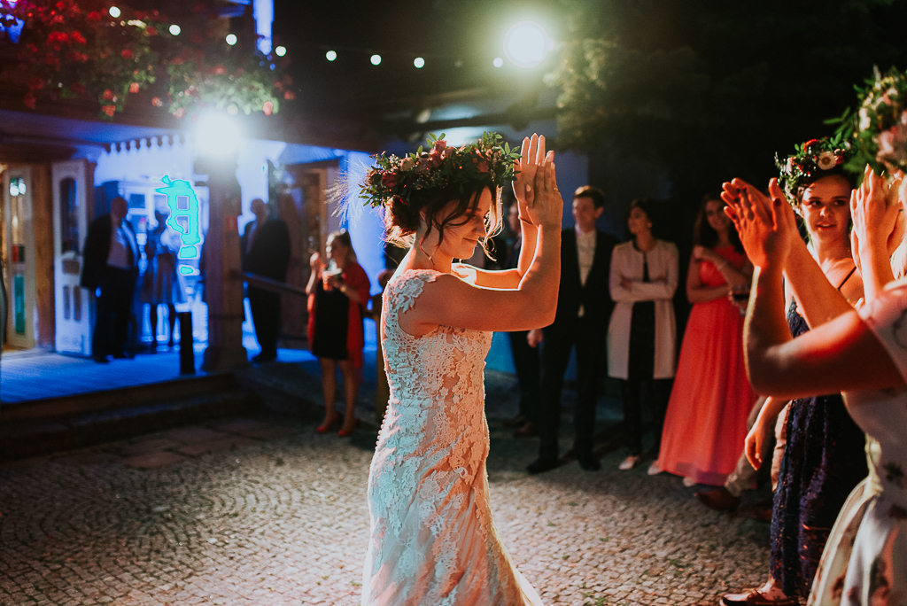 panna młoda, wesele w folwarku u różyca, folwark u różyca, gościniec w folwarku u różyca, piotr czyżewski fotografia