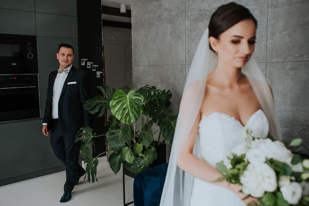 wesele sesja nad morzem first look spotkanie pana młodego z panną młodą