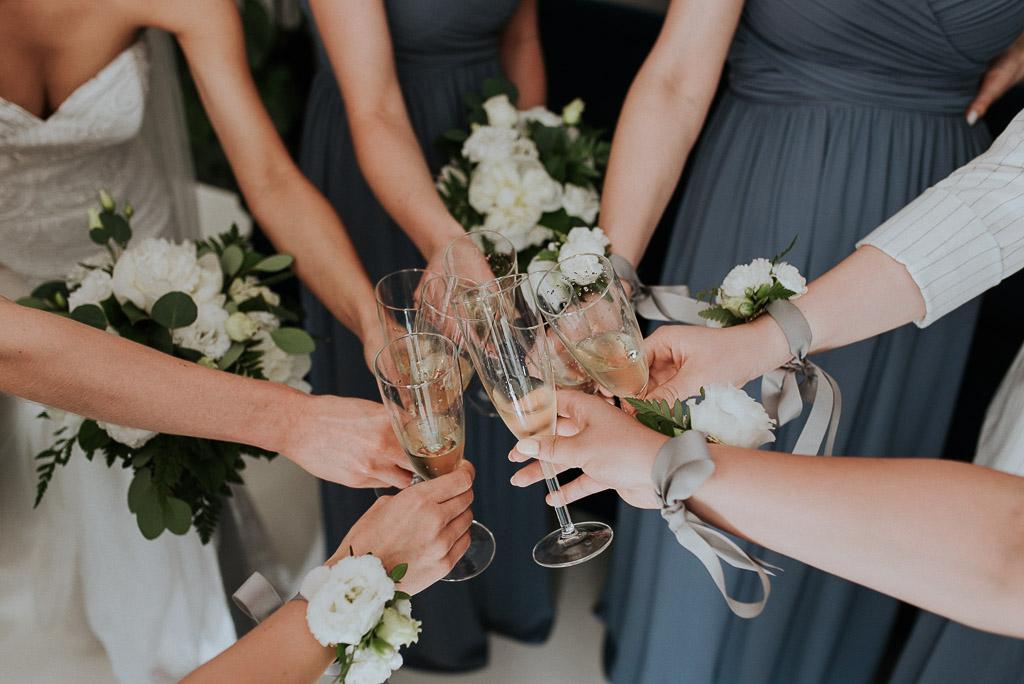 wesele sesja nad morzem toast panny młodej z druhnami