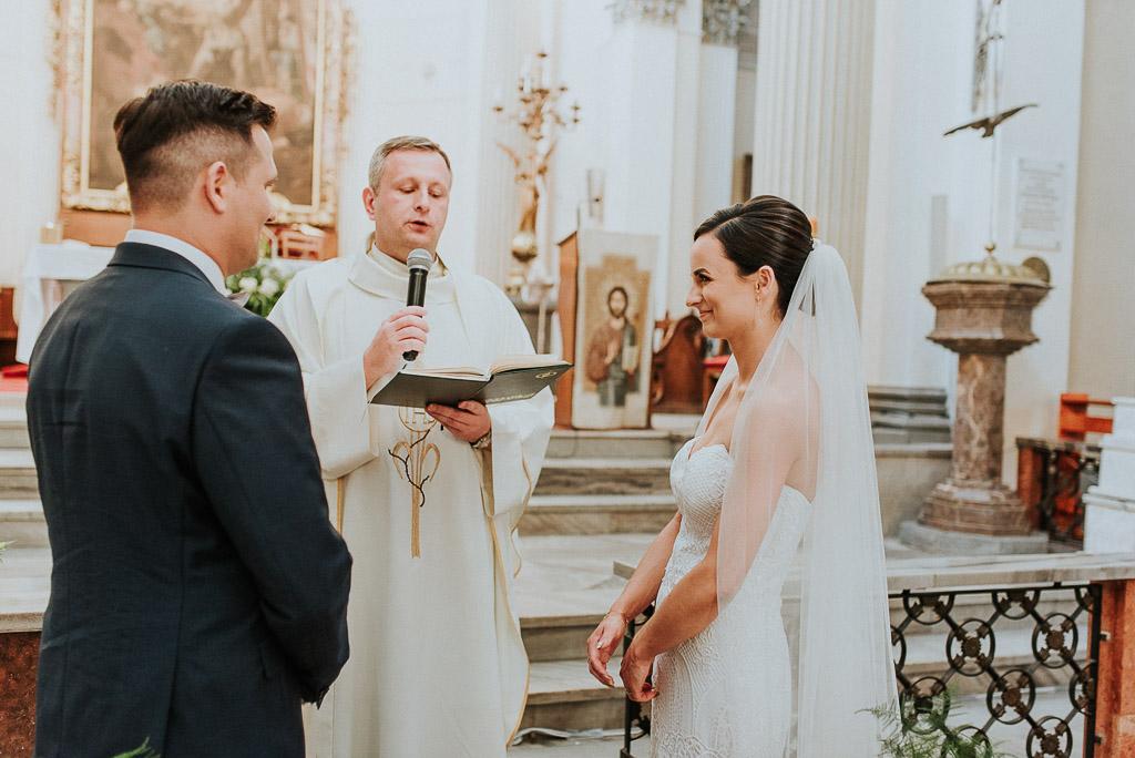 wesele sesja nad morzem przysięga pod ołtarzem