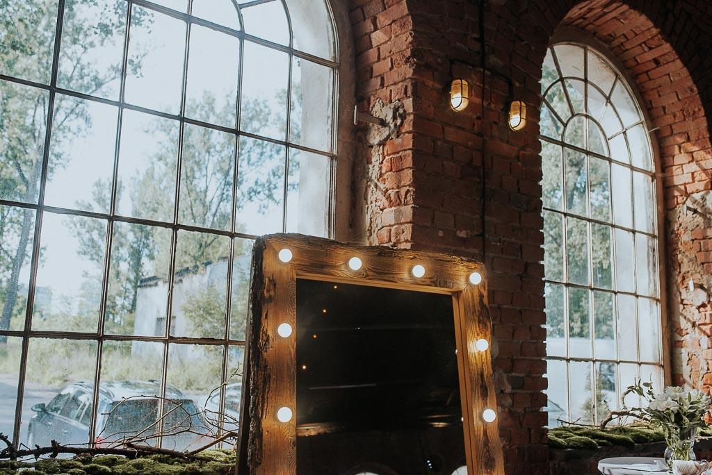 wesele sesja nad morzem świecące lustro mech na oknach
