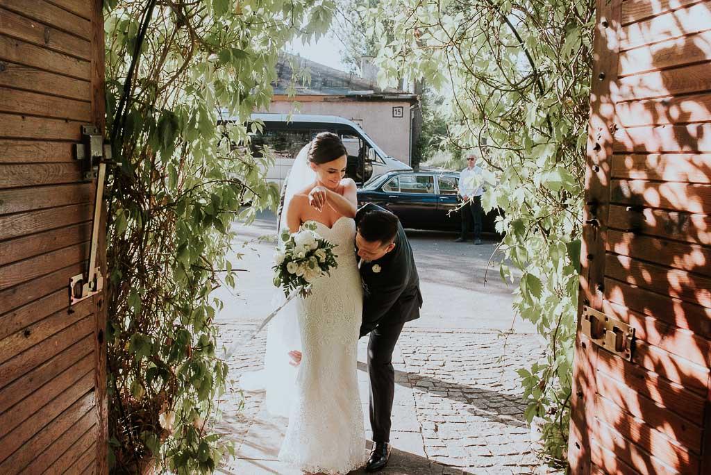 wesele sesja nad morzem wnoszenie przez próg