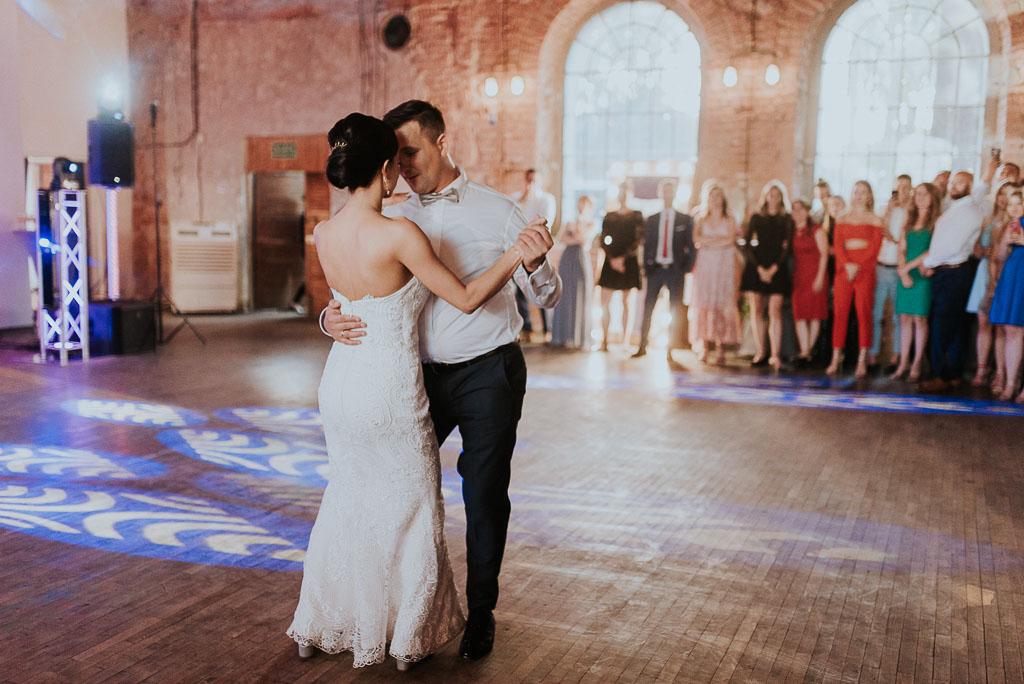 wesele sesja nad morzem pierwszy taniec młodej pary