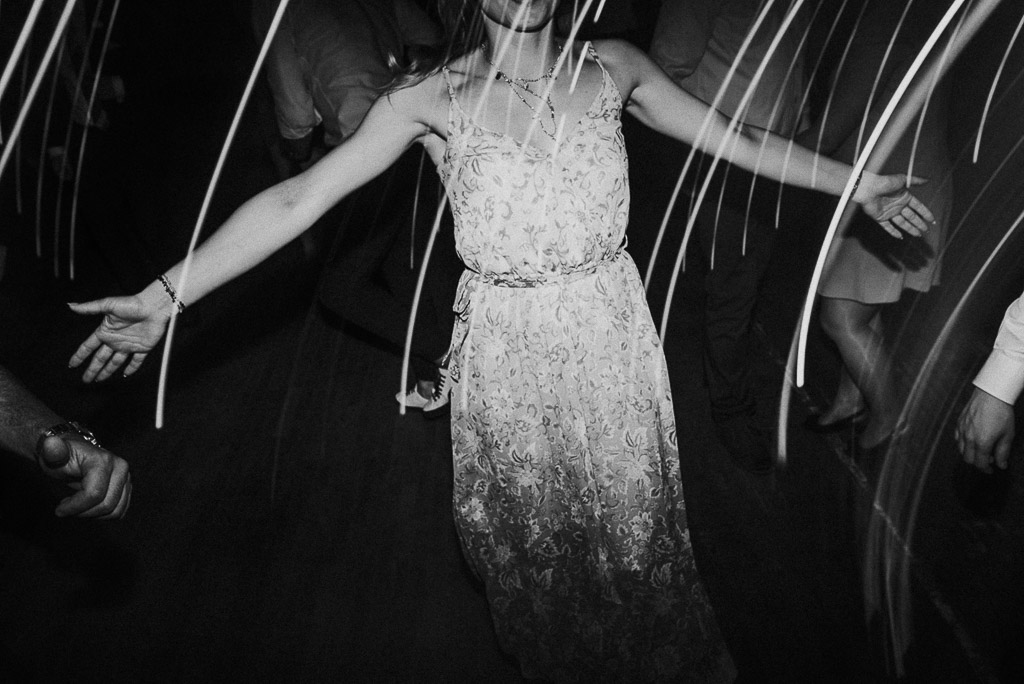wesele sesja nad morzem ręce w tańcu