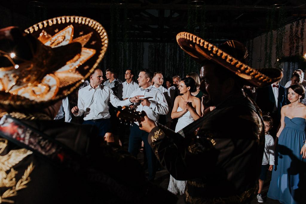 wesele sesja nad morzem mariachi bawią na weselu gości