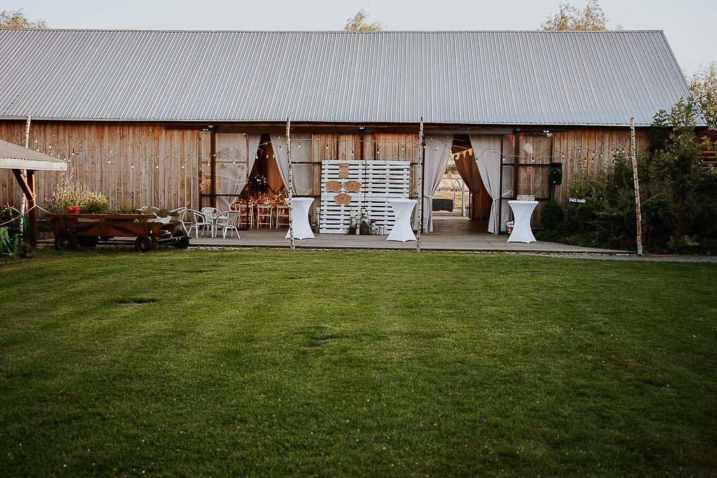 stodoła, chata za wsią
