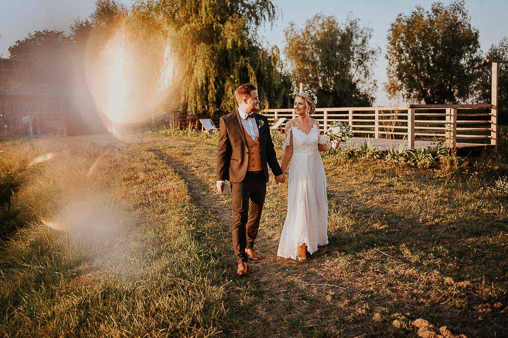chata za wsią, fotograf Piotr Czyzewski, sesja w dniu ślubu chata za wsią