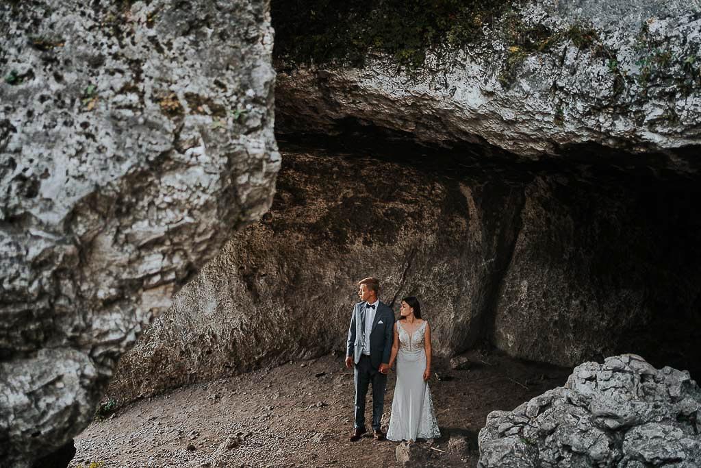para młoda wewnątrz jaskini sesja w górach piotr czyżewski