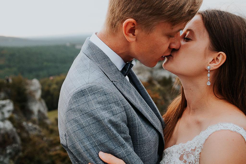 pocałunek pary młodej sesja w górach piotr czyżewski