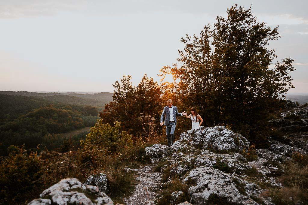 spacer młodych po skałach sesja w górach piotr czyżewski