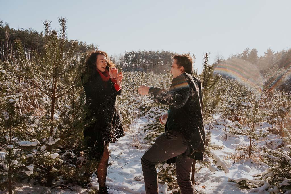 bitwa na śnieżki podczas sesji fotograf Legionowo Piotr Czyżewski