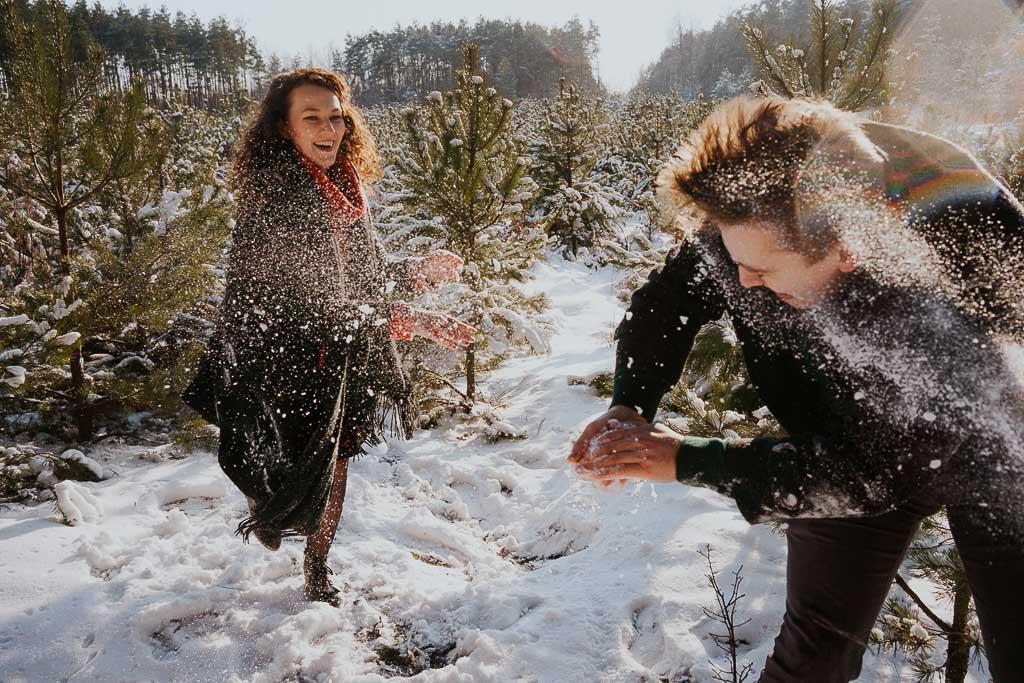 Sesja narzeczeńska zimą
