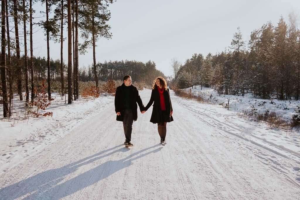 spacer śnieżna drogą fotograf Legionowo Piotr Czyżewski