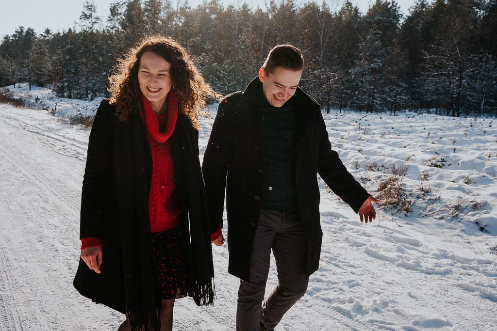 spacer zakochanych zimą fotograf Legionowo Piotr Czyżewski