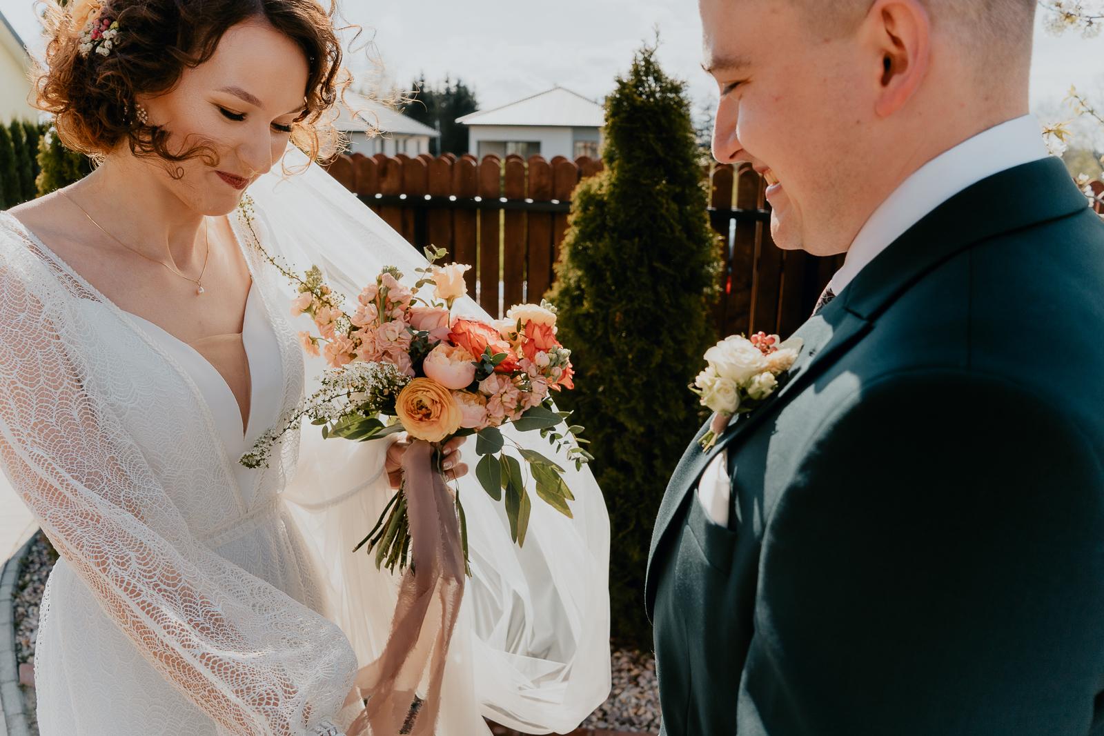 powitanie pary młodej Piotr czyzewski fotograf Legionowo