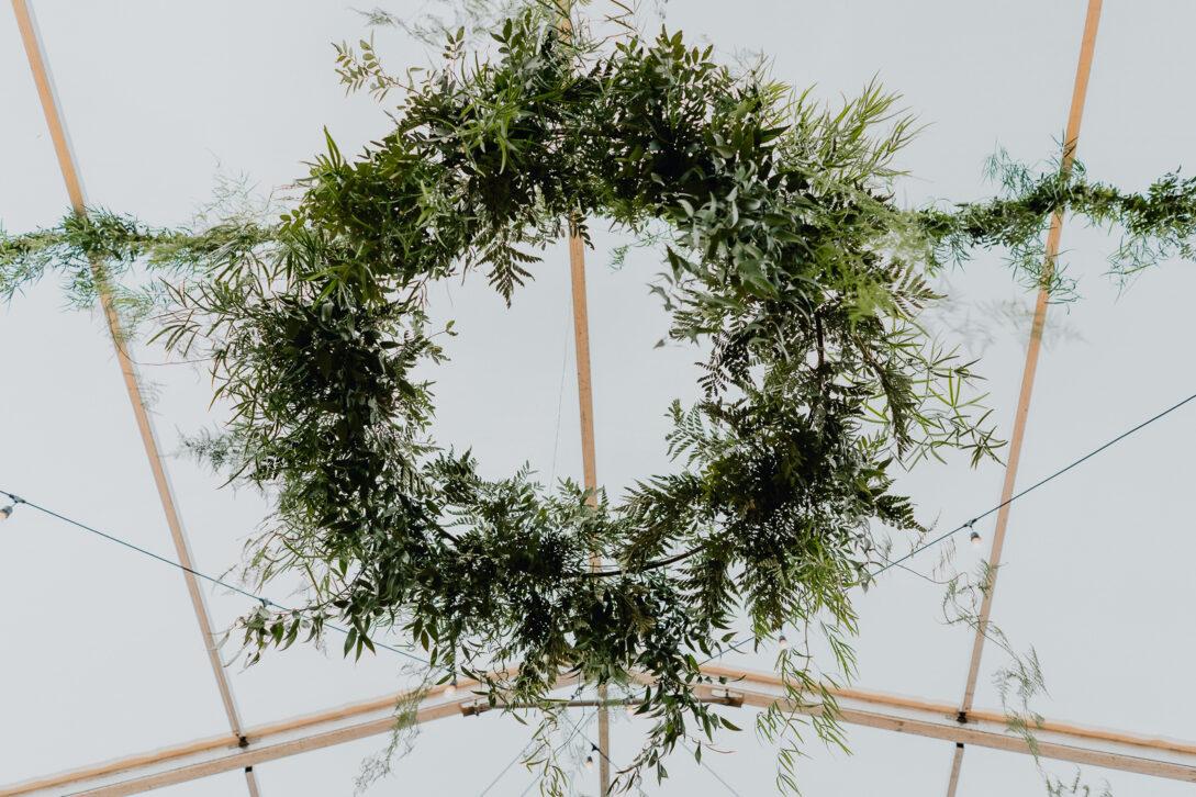 dekoracje z kwiatów wesele w namiocie piotr Czyżewski fotograf na ślub Legionowo