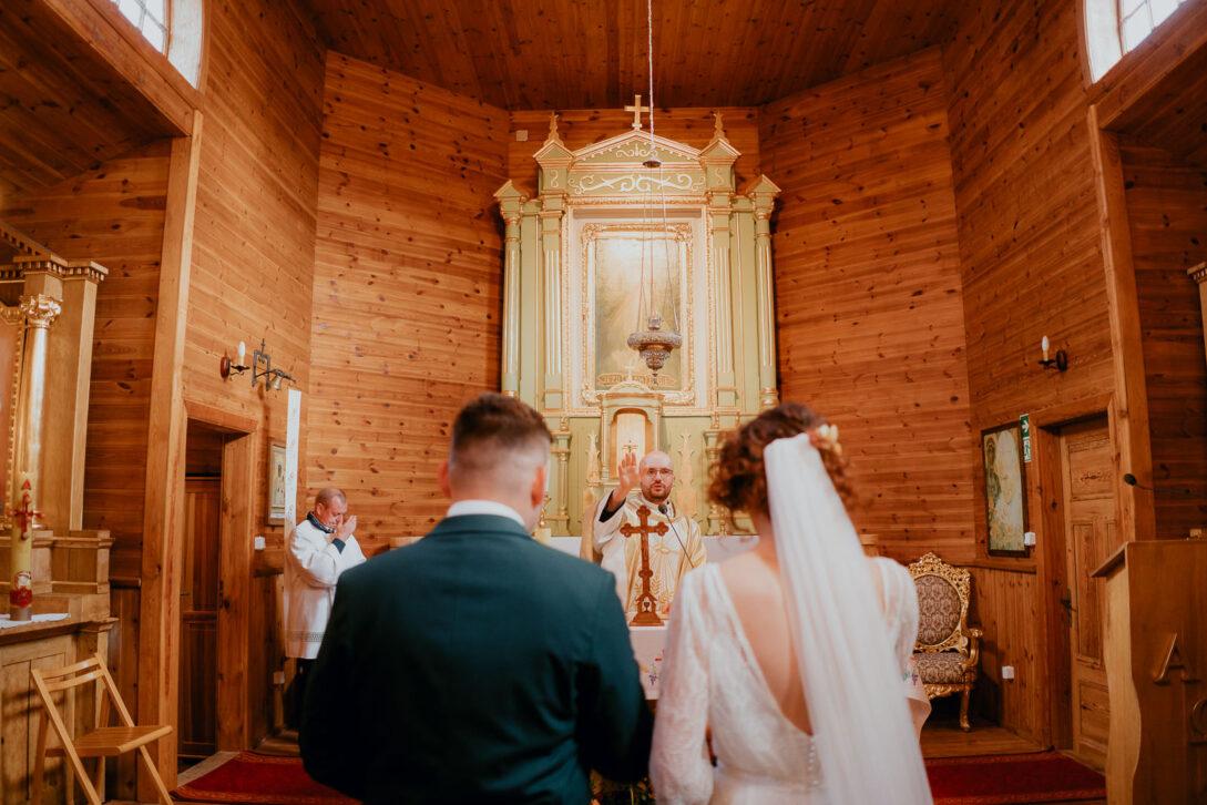 błogosławieństwo pary młodej wesele w namiocie piotr Czyżewski fotograf na ślub Legionowo